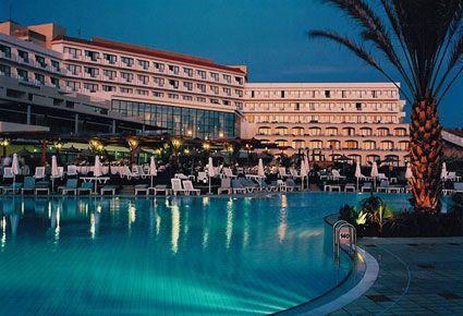 (ΝΕΟ!) ΕΙΔΙΚΗ ΤΙΜΗ!!! €99 για 1 Διανυκτέρευση 2 Ατόμων με Ημιδιατροφή σε Δίκλινο Δωμάτιο & Free Wifi & Φρούτα και Κρασί Κατά την Άφιξη σας στο Δωμάτιο! Στο Πολυτελές 4 Aστέρων St. George Hotel στην Πάφο! Περιορισμένος Αριθμός Δωματίων.