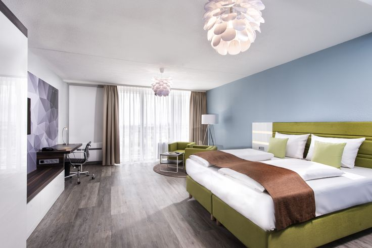 The rooms at the Best Western Hotel Frankfurt Airport Neu-Isenburg were recently renovated in a modern design, with a wonderful colour scheme made up of different shades of bright green, cool turquoise and warm earth tones. High-gloss front elements and designer carpets create an elegant yet inviting atmosphere in our exclusively decorated rooms. Our guests are often not only impressed by the modern design of our hotel rooms, but also by the breathtaking view from the Sky Rooms.