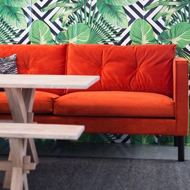 Vår deilige ritz spisesofa i knall orange #palmainteriør #sofa #interiørinspirasjon #interiør #furniture #livingroom by palmainterior
