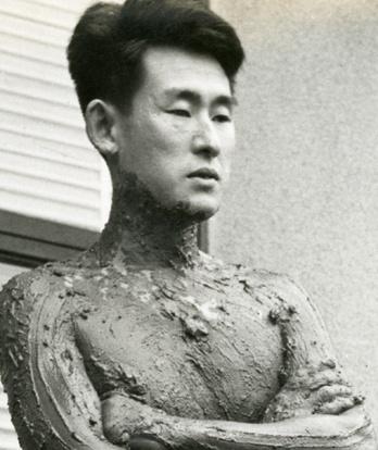 Kazuo Shiraga httpssmediacacheak0pinimgcom736xce9698