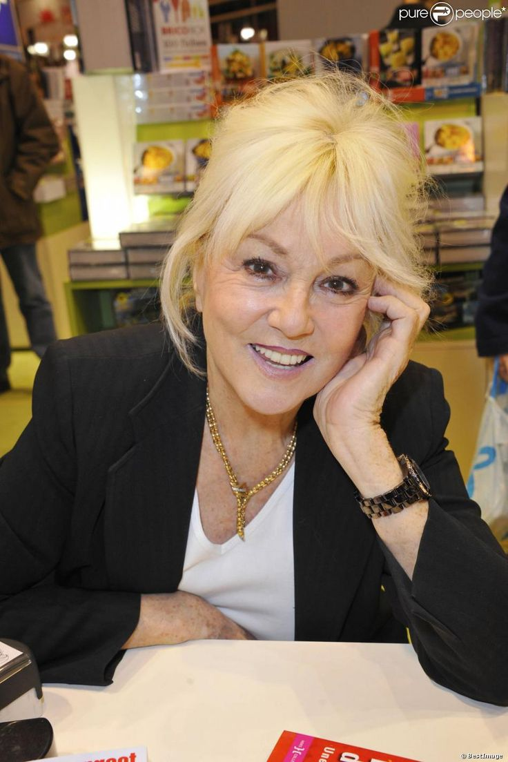 Mylene Demongeot - 32e Salon du livre à la porte de Versailles, le 17 mars 2012.