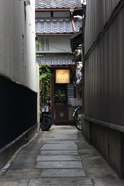 Cafe in Kyoto, Japan 路地カフェ