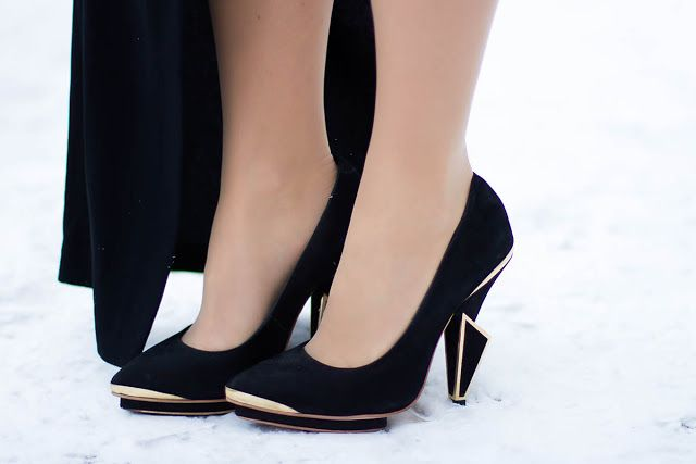White Rabbit Dreams: Moodrobe: Дарья Миловидова #fetishpantyhose #pantyhosefetish #legs #heels #blogger #stiletto #pantyhose #tan