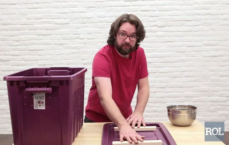 Set Up Bin On A Drip Tray https://www.rodalesorganiclife.com/garden/making-a-worm-compost-bin/slide/3
