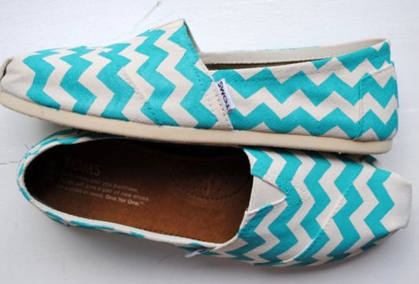 OH MY GOSH!!!!!! I WANT THESE!!!!!!! Blue Chevron Toms