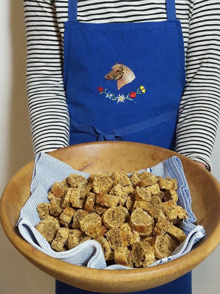 Körnige Leckerli für Pferd und Reiter mit Apfel und Lein - die schmecken garantiert.