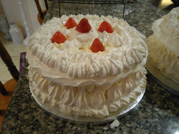 Spanish wintort with strawberries and cream