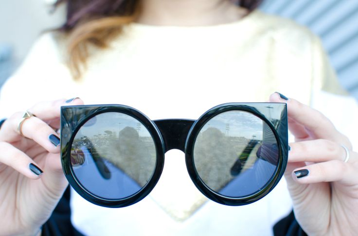 #zerouv #gaellebonheur #metallic #strange #amazing #style #sunglasses #fashion #street #details #inspiration #luciapalermo #vogueforbreakfast
