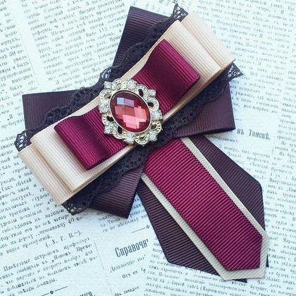 Купить или заказать Брошь-галстук и бантики школьные в интернет-магазине на Ярмарке Мастеров. Набор для школьницы состоит из броши-галстука и двух очень надежных и крепких резиночек для волос. Готовый прекрасный ансамбль под Вашу форму. Позвольте Вашему ребенку быть не таким, как все!
