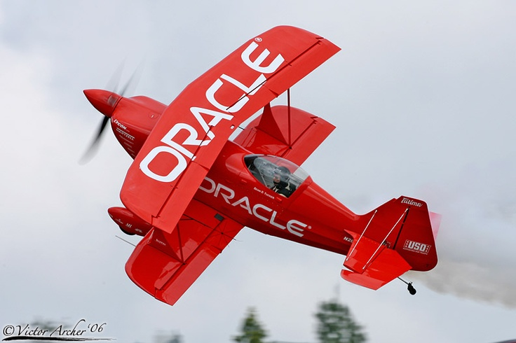 Logo of Oracle on the plane. An excellent way to increase your presence in the market & make brand known. Same way Patricks-Makreting spread your business logo everywhere in the world.