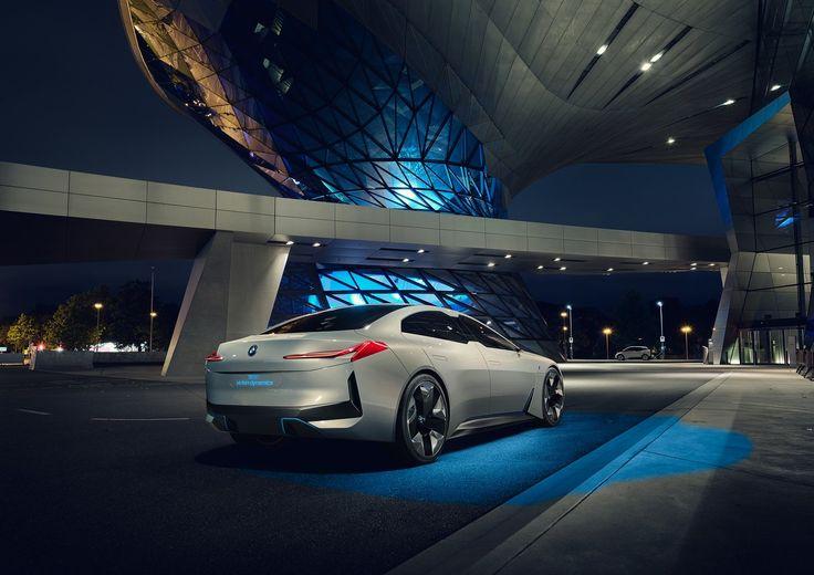 НаФранкфуртском автосалоне BMW показала концепт электромобиля сзапасом хода 600км https://itzine.ru/news/frankfurt-bmw-electric-concept-car-range-600-km.html  Совсем недавно исполнительный директор BMW Харальд Крюгер (Harald Krueger) рассказал опланах компании к2025 году продавать 12 моделей электромобилей. Ивпервыйже день работы автосалона воФранкфурте BMW представила двухдверное купе iVision Dynamics сэлектродвигателем, которое развивает максимальную скорость 200 км/ч…