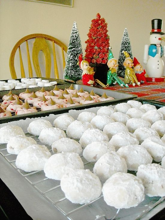 Mexican Wedding Cookies a the perfect Christmas Holiday Cookie Exchange recipe.