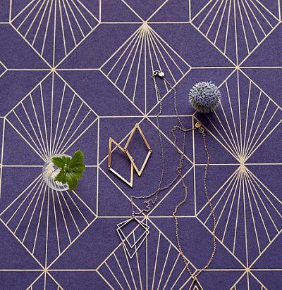 темно-синие обои с золотой геометрией 366072 – Ампир Декор