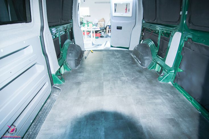 PVC Boden verlegen im VW Bus