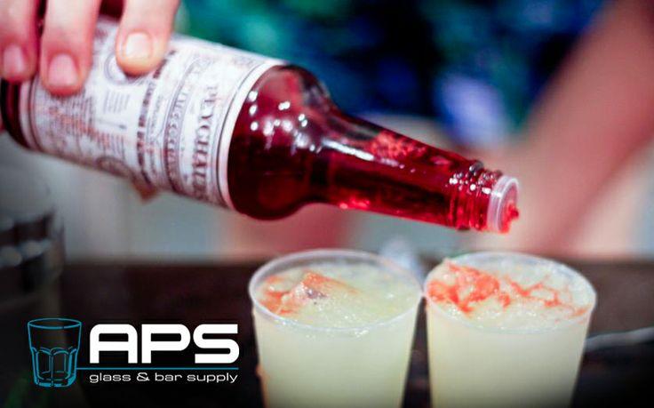 Peychaud's Bitters zijn voornamelijk bekend van de cocktail Sazerac, maar is ook lekker in bijvoorbeeld een Vieux Carré, over een sorbet of om meer diepgang te geven aan een mixdrankje. Nu te koop bij APS Glass & Bar Supply Nederland : apssupply.nl.   #APS #bar #bitters #cocktail #Peychaud #horeca #hotel #Amsterdam #mixology #inspiratie