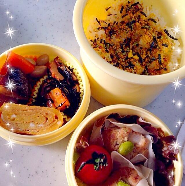 今日のお弁当!      ☻     卵焼き      ☻     シューマイ      ☻     ひじき      ☻     人参、椎茸、大豆、ゴボウ、レンコン、鳥肉の煮物      ☻     プチトマト      ☻     レタス         です! - 33件のもぐもぐ - 娘のお弁当⭐️ by みき