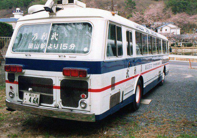 やんたけさんはtwitterを使っています 今日の岡電バス でかいリアあみあみ編 西工 日野rc320p これぞ旧車の極みといった感じのあみあみ具合ですねぇ 赤3連の低い位置のテールランプが日野車の証 題名からわかるように元岡電の貸切車でした Https T Co Rbdne1s
