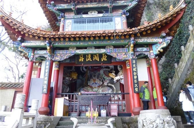 5-Hour Private Tour: Dragon Gate, Huating Temple, and Grand View Tower in Kunming 						With this private 5 hours tour, you will be escorted by your personal English-speaking tour guide and professional chauffeur to visit highlights of Kunming city attractions: Dragon Gate at West Hill, Huating Temple, and Grand View Tower. This is a perfect introduction to those who have a short stay in Kunming, city of perpetual Spring.						At around 9am, your private English-speaking tour ...