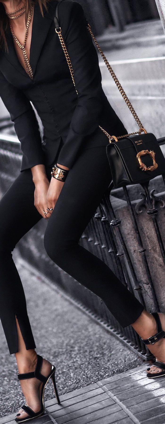Prada met en avant le côté de la puissance feminin avec ce sac // www.leasyluxe.com #prada #chic #leasyluxe