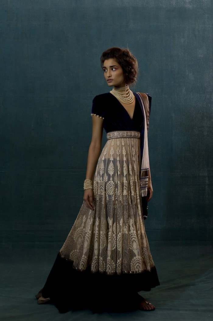 #TarunTahiliani Design... Simple But Stunning. LOVE IT!  #indianfashion