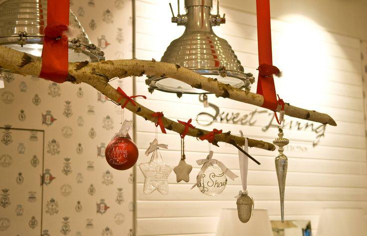 Bombki nie tylko na choince  Świąteczne inspiracje od Sweet Living #sweetliving #sweetlivinghomeinspirations #design #interior #exlusive #store #wialnów #rivieramaison #eichholtz #lenebjerre #meble #dodatki #wystrójwnętrz #christmastime #christmasdecorations #christmastrea