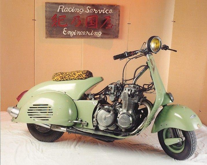 GARNIER MOTORCYCLES - 2001 - Toute la passion du scooter