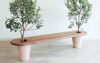 Potted plant bench. I want one