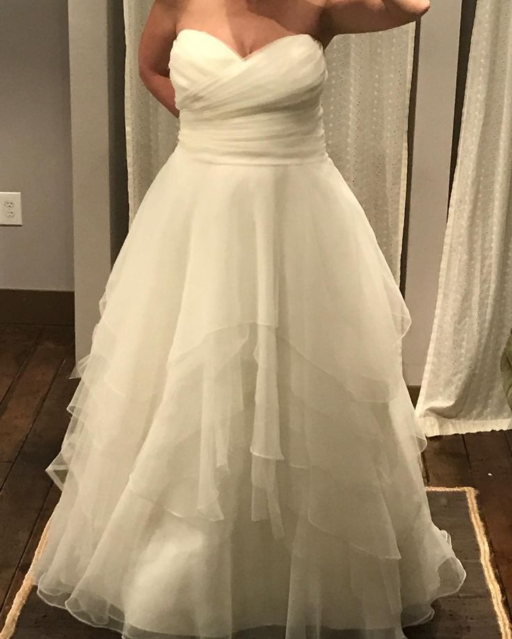 Wedding Dress For Women With Curves: 1000+ Ideas About Curvy Wedding Dresses On Pinterest