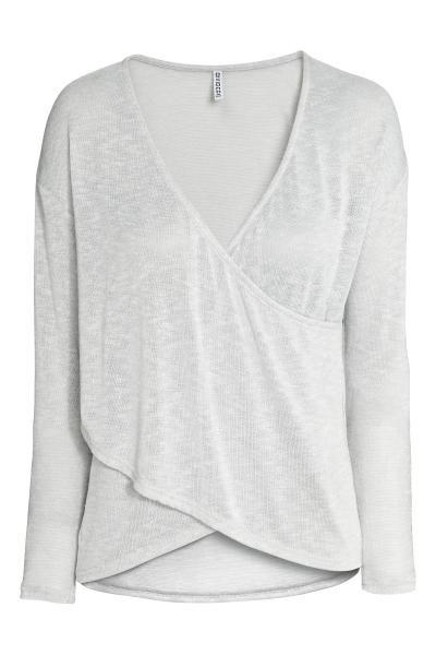 Maglia incrociata davanti: Pullover in morbida maglia fine. Scollo a V e incrocio cucito davanti.