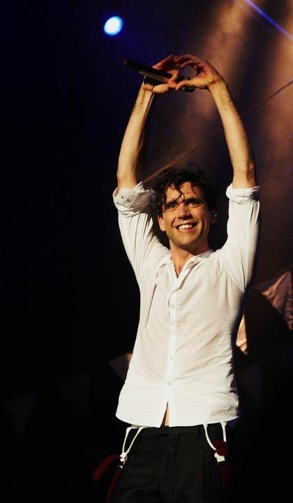 Mika heart hands @ Festival des Montgolfières (the balloon festival) - Aug. 15, 2012 St-Jean-sur-le-Richelieu, Quebec Canada