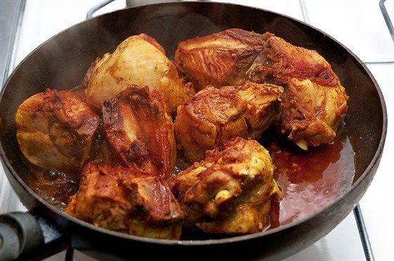 Смешайте натертый корень имбиря, соевый соус, саке, сахар и устричный соус. Нагревайте на небольшом огне до полного растворения сахара. Охладите.