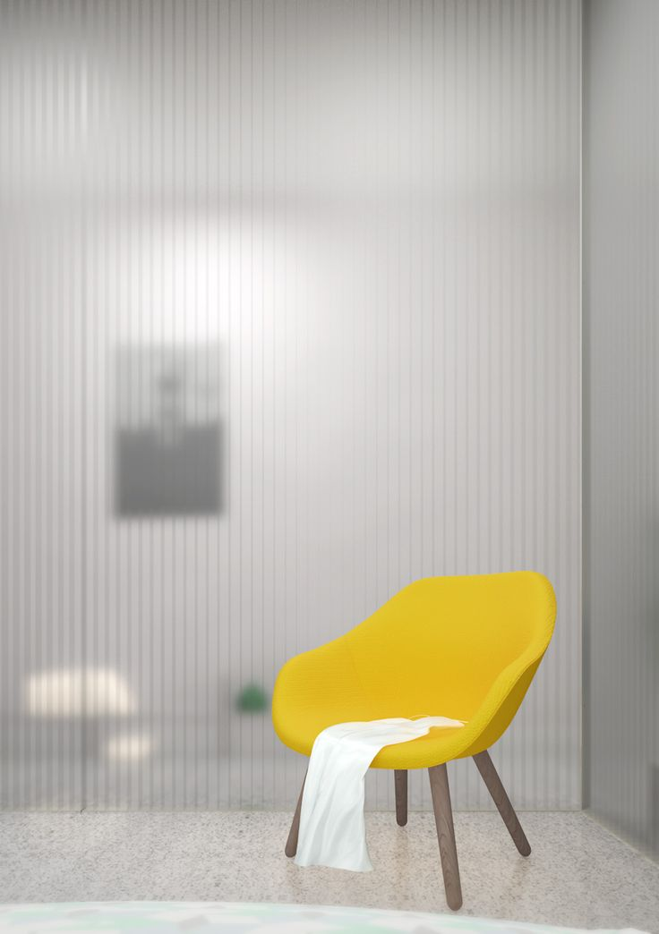 Appartement T / Paroi de polycarbonate, chaise jaune / Polycarbonate wall…