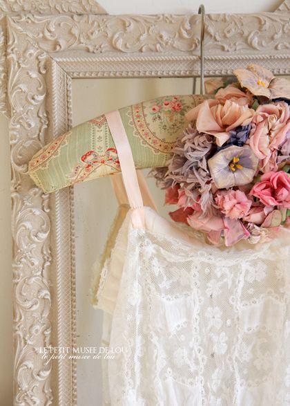 何種類もの布花が連なる、とびきりのアンティークお帽子。 - O Bel Inventaire-Bis*アンヴァンテール・ビス*
