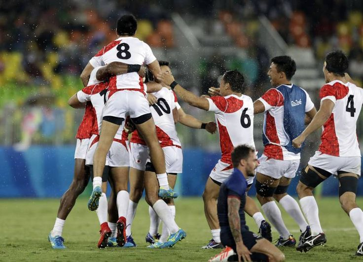 Japan's players celebrate after winning the men's rugby sevens match against France at the Summer Olympics in Rio de Janeiro Wednesday.