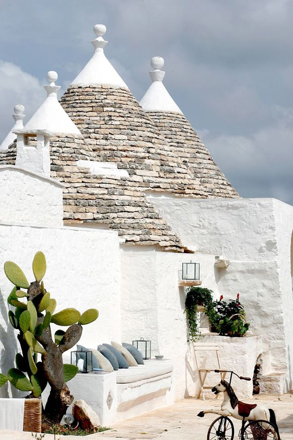 Have you ever heard of a trullo? This is a traditional dry stone hut with a conical roof. The style of construction is specific to the Itria Valley, in the Murge area of the Italian region of Apulia.