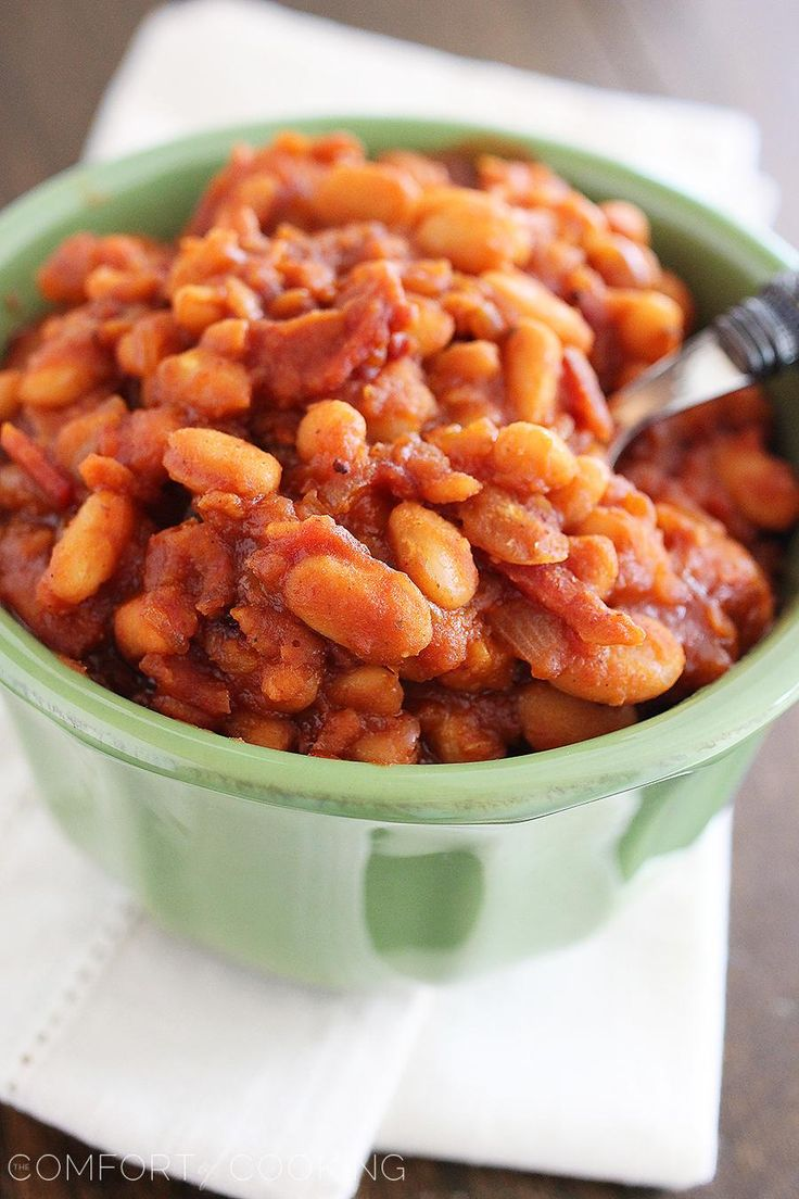 Easy Maple-Bourbon BBQ Baked Beans – These sweet, smoky 30-minute baked beans with bacon, bourbon and maple are the perfect addition to your BBQ plate! | thecomfortofcooking.com