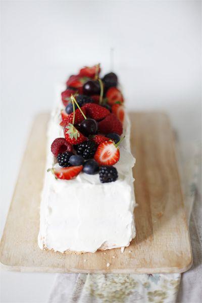 Tort angielski z owocami