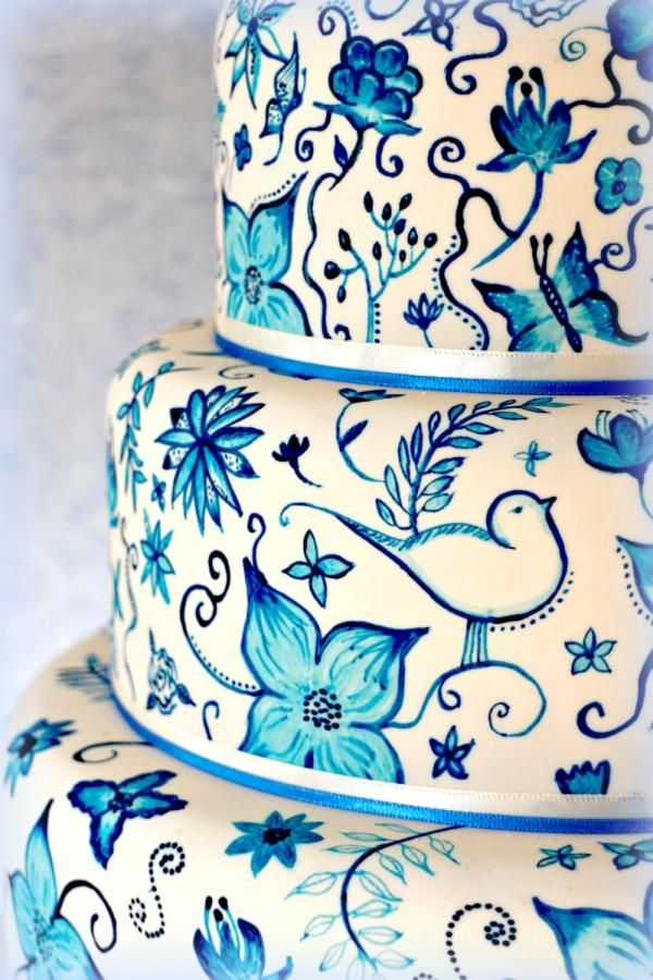www.customweddingprintables.com #customweddingprintables...Hand painted Delft Pottery inspired cake
