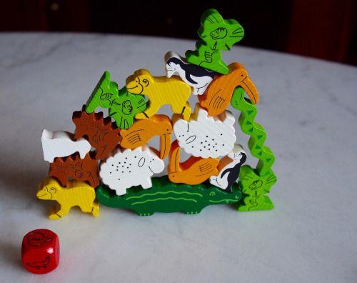 Animal sobre Animal es un pequeño juego de destreza muy divertido para los niños y que también funciona con adultos.