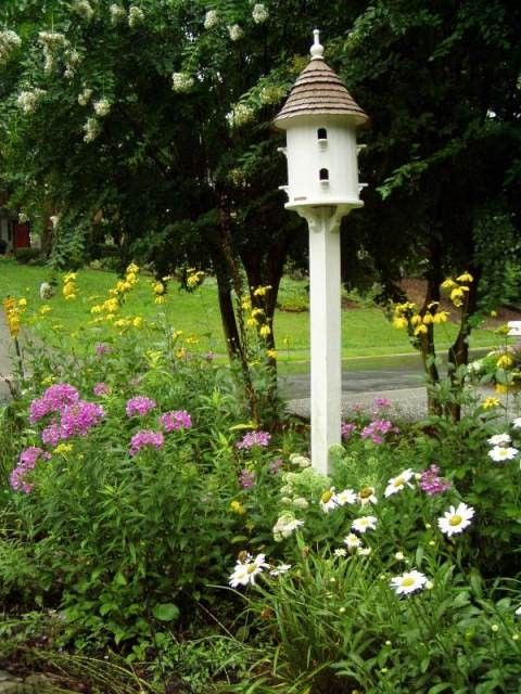 Small perennial garden with birdhouse