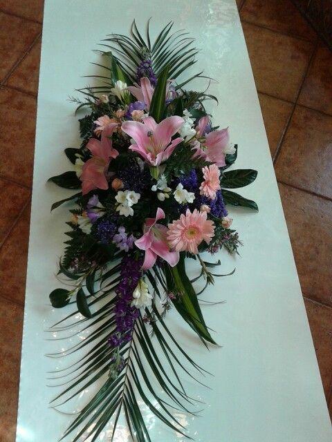 arreglo de flores para una lpida con lilium orientales rosa flor de cera y alheles