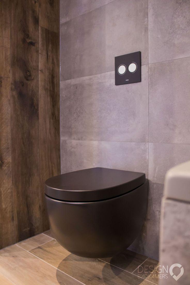 Mat zwart toilet en Kerlite tegels  design_badkamers