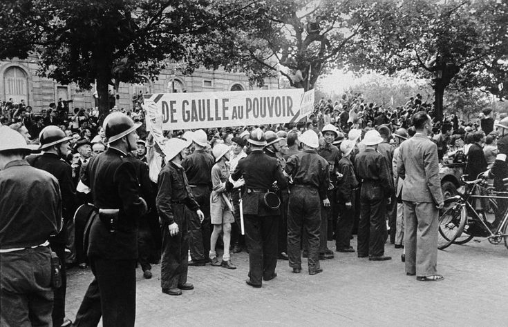 Celebrations at the liberation of Paris along the Champs Elysees, 26th August 1944//Robert Capa