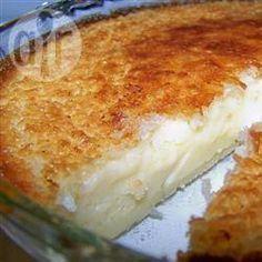 Torta de coco de liquidificador - Ingredientes Rende: 1 torta para 8 2 xícaras (480 ml) de leite 1 xícara de coco ralado 4 ovos 1 colher (chá) de baunilha 1/2 xícara de farinha 6 colheres (sopa) de margarina 3/4 xícara de açúcar 1/4 colher (chá) de noz-moscada