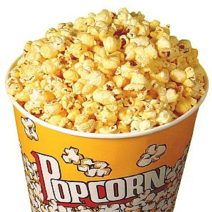 """P wie Popcorn:  ...ein anderer """"Maister""""  Riech mal...wonach duftet es, wenn du das Bild anschaust? Ja, richtig...nach leckerem Popcorn, süß oder salzig. Es wird aus Mais gemacht, genau wie PlayMais. Popcorn entsteht, wenn du geeigneten Mais auf etwa 200 Grad erhitzt, das im Mais enthaltene Wasser zu Wasserdampf wird und die Schale dem so entstehenden Druck nicht mehr aushalten kann - das Korn """"ploppt"""" auf."""