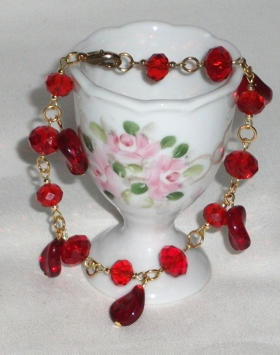 Womans bracelet with crystal beads and glass red by Momentidoro, €35.00