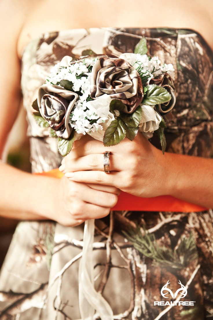 Realtree APG Camo Wedding Flower Bouquets - They won't wilt!  Seriously considering these after seeing them. Awesome! Except, they need to be black instead of brown.