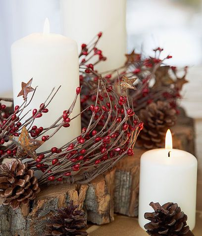 Pigne, candele e bacche: calda atmosfera di Natale