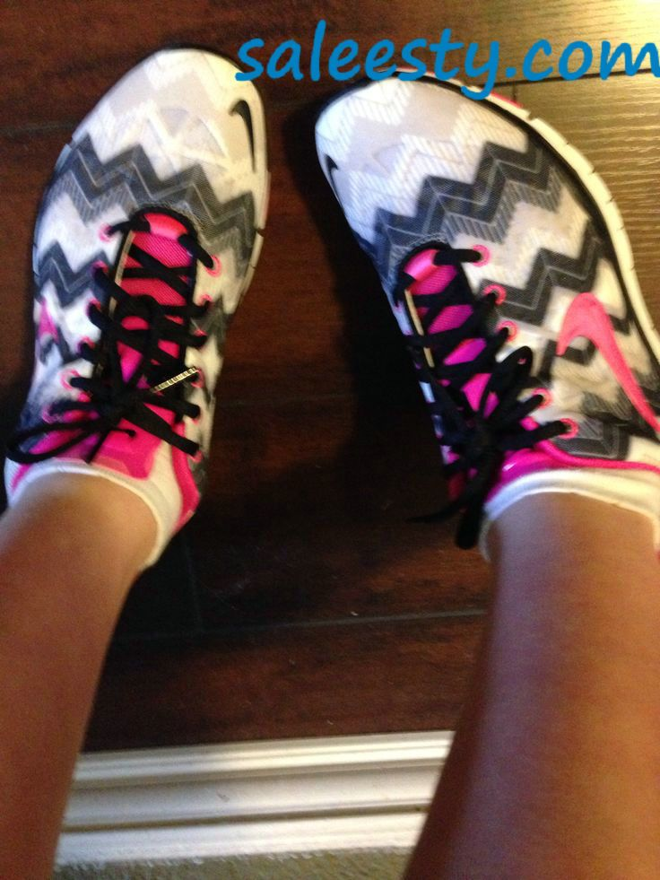 Black and pink nike frees     as usual, a pair of Nike's Shoes for Cheap im in love with and I can't find them.
