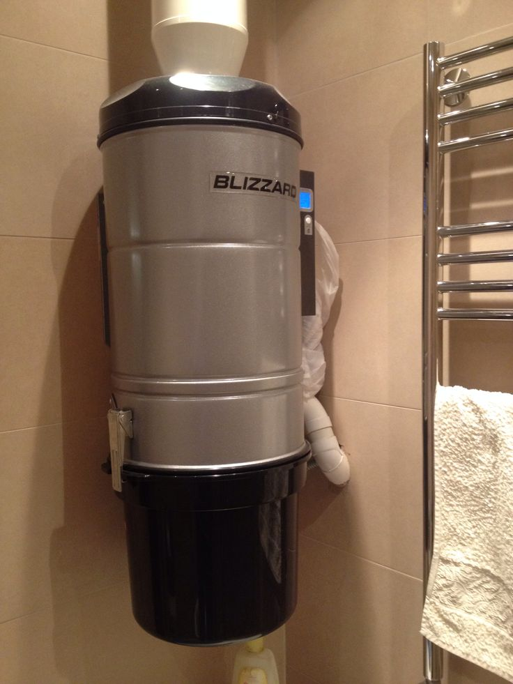 Центральный пылесос Blizzard Compact 600 в гостевой ванной комнате.